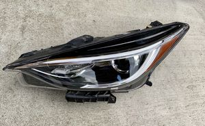2017 2018 Infiniti QX30 Left Headlight Headlamp Driver Side for Sale in Renton, WA