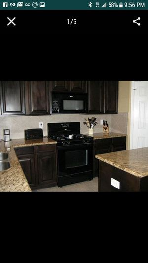 Like new kitchen appliances, whirlpool. for Sale in North Las Vegas, NV