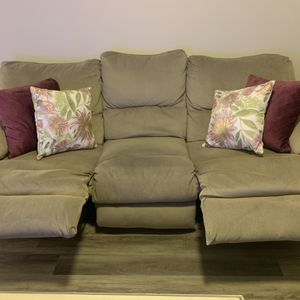 PRICE CUT!!!Recliner Couch! Very sturdy!! Lumbar Support!! for Sale in Pittsburgh, PA