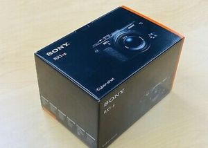 Sony DSC-RX1R II Camera with Extra Battery and Stereo Microphone ECM-XYST1M for Sale in Brooklyn, NY