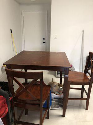 Free table and 4 chairs // Gratis mesa con 4 sillas for Sale in Miami, FL