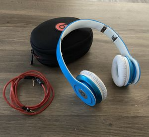 Beats By Dr. Dre New THIS ARE NOT!!! BLUETOOTH, WIRED CONNECTION & Pouch. Pick up only: 44102. Cash only, NO TRADES. Perfect CONDITION. for Sale in Alexandria, VA