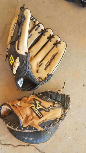 Baseball gloves for Sale in Spartanburg, SC