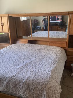 Solid Oak Wood Bedroom Set for Sale in Chino Hills,  CA