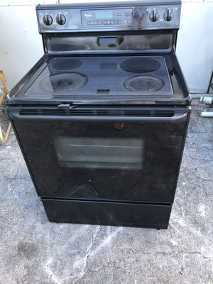 Whirlpool stove for Sale in Pompano Beach, FL