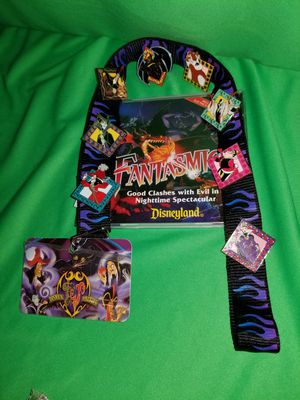 DISNEY RETIRED VILLAINS LANYARD & PIN SET for Sale in Beaumont, CA