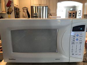 Goldstar Microwave for Sale in Pico Rivera, CA