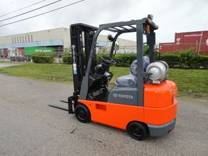 Toyota forklift 2007 4,000lbs capacity three stage side shifter for Sale in Miami, FL