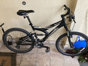 Giant mountain bike for Sale in Pompano Beach, FL