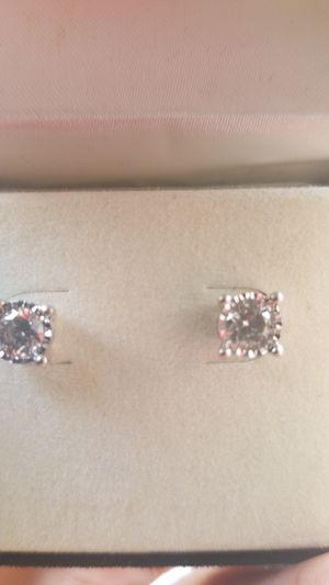 Real Diamond earrings for Sale in Cleveland, OH