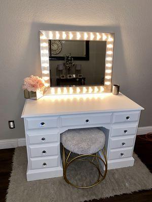 White Vanity (read description) for Sale in Lathrop, CA