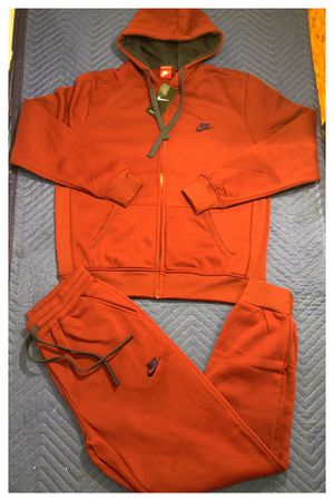 Nike sweatsuit size 3xl for Sale in Clifton, NJ