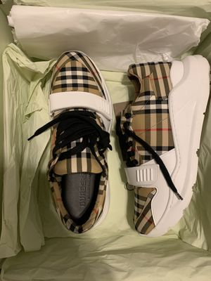 Burberry Shoes Size 9.5 US 100% Authentic for Sale in Miramar, FL