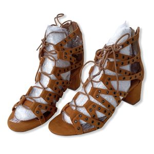 size 9 XYD Women Strappy Gladiator Open Toe Lace Up Rome Shoes for Sale in Las Vegas, NV