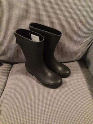 Size 7 rain boots for Sale in Fontana, CA