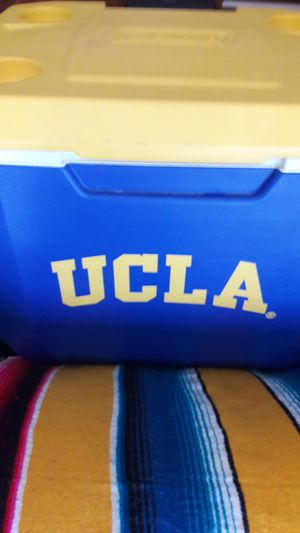 Coleman 60 QT. UCLA Wheeled Cooler for Sale in Los Angeles, CA