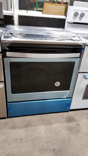 BRAND NEW !! WHIRLPOOL 4 BURNER SLIDE IN GAS STOVE for Sale in Moreno Valley, CA