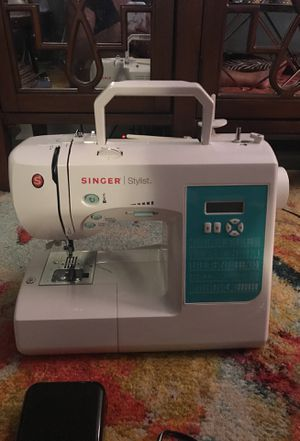 Singer Stylist 7258 barely used!!! for Sale in Alexandria, VA