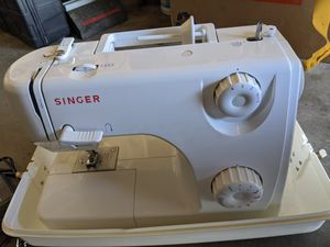 Singer Sewing Machine & Case for Sale in Thornton, CO
