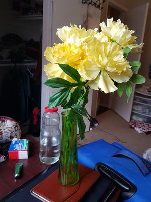 Flower vase, artificial flowers and leaves for Sale in Irving, TX