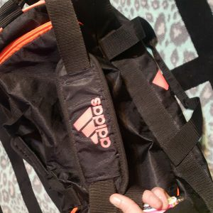 GENTLY USED ADIDAS ATHLETIC BAG for Sale in Sultan, WA