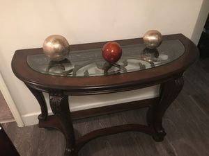 Entry table for Sale in Oakland Park, FL