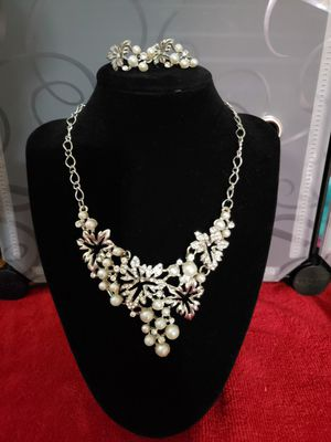Beautiful necklace with matching earrings for Sale in Lincoln, NE