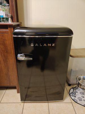 Galanz 4.4 cubic ft Retro mini Fridge for Sale in Pasadena, CA