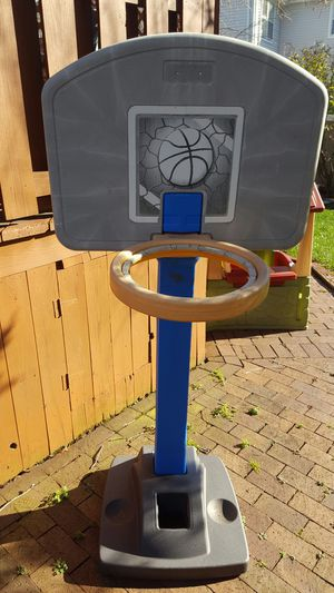 Basketball hoop. for Sale in Marlboro Township, NJ