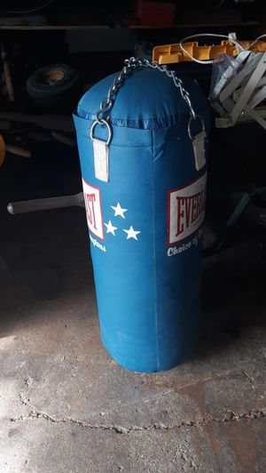 Punching bag for Sale in Hickory Hills, IL