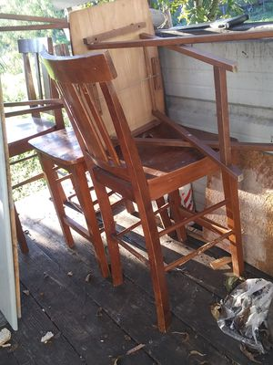 Tv good condition everything works on it 150$ table and 4 chairs 40$ for Sale in San Angelo, TX