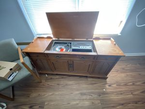 Vintage Record Player/ TV stand for Sale in Lexington, KY