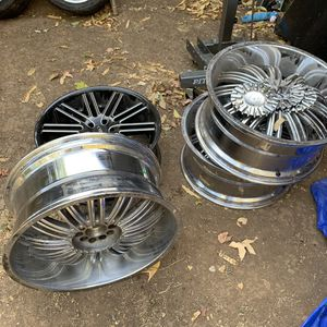"""22"""" wheels 3 are chrome one is black and different style wheel for Sale in Chico, CA"""
