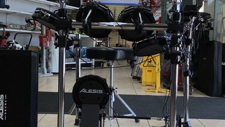 Alesis Command Drum Kit W/ Mesh Heads / Speak for Sale in Fort Lauderdale,  FL