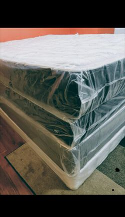 King new thick pillow top bed can deliver for Sale in St. Petersburg,  FL