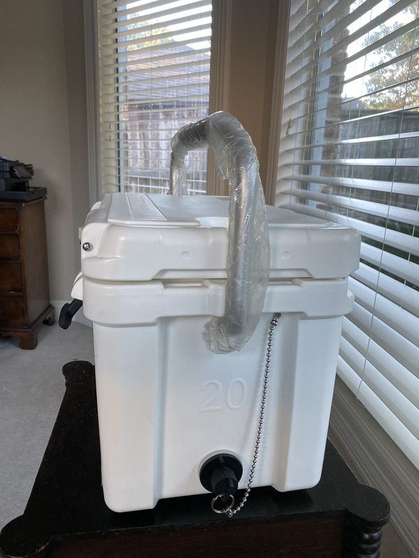 COOLER ROTOMOLDED ICE CHEST HOLD UP TO 7 Days New