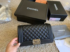 Beautiful Chanel bag / with box in for Sale in Daly City, CA