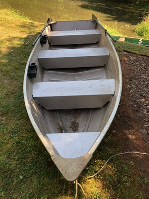 Aluminum Fishing Boat with Oars for Sale in New City, NY