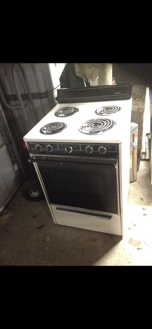 """Electric kenmore 24"""" apartment size range for Sale in Cadillac, MI"""