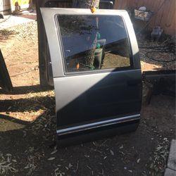 Chevy Suburban 1999 Rear Door for Sale in San Antonio,  TX
