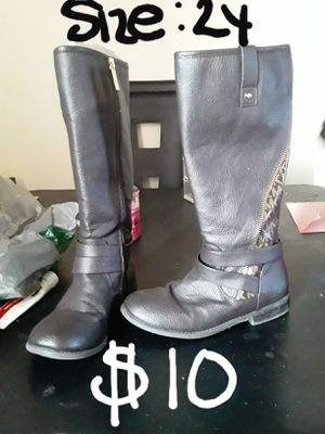 SUNDAY SALE....authentic Michael Kors boots size 2y for Sale in Suitland, MD