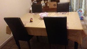 furniture/ 4 chair dining room table for Sale in Houston, TX