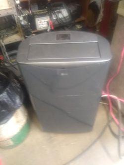 Lg 14000 btu portable air conditioner for Sale in Elkins,  WV
