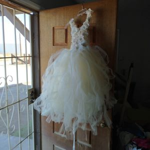 Jr Bride Maid Dress Or Flower Girl for Sale in Victorville, CA