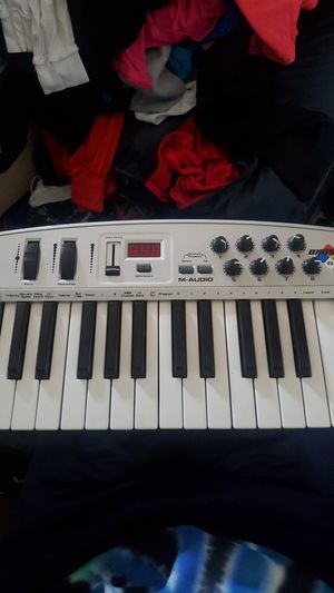 M Audio oxygen 8 keyboard and interface for Sale in San Jose, CA