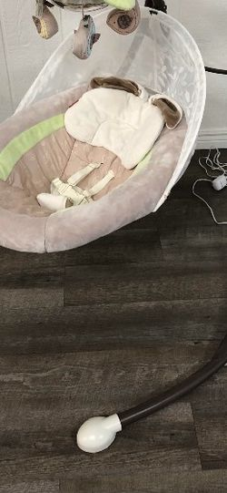 Electric Swing Bassinet For Baby Infant Newborn Gliding Rocking Badd for Sale in Arlington Heights,  IL