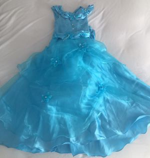 Beautiful Cinderella/Elsa dress 6/8 years for Sale in Miami, FL
