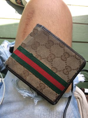 Gucci wallet for Sale in Fayetteville, GA