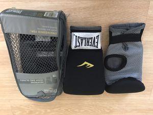 Brand New. Everlast Neiprene Heavy Bag Gloves for Sale in Atlanta, GA