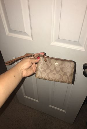 Small coach wristlet for Sale in Laveen Village, AZ